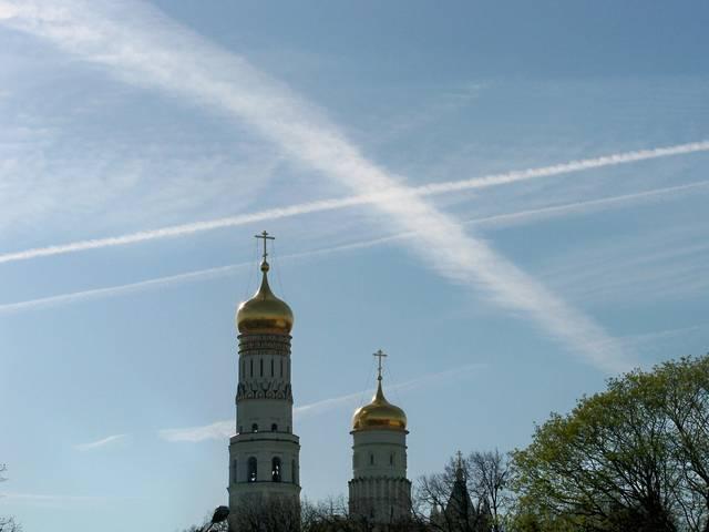 химтрейлов над Красной площадью, 27 апреля 2012_7