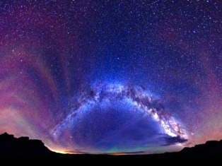 Звезды сияют всем и каждому не освещая дорогу, но указывая ПУТЬ!