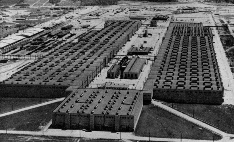 К-25 - одна из крупнейших установок по обогащению урана