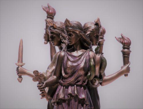 Богиня Геката-королева ада и преисподней