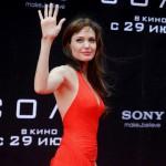Для примера можно привести ладонь американской актрисы Анджелины Джоли / Angelina Jolie, ее форма ладони относится к знакам богатства