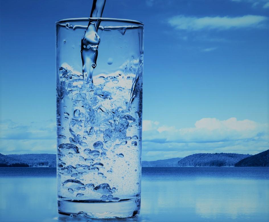 Если пить воду натощак после пробуждения, с вашим телом произойдет 8 чудес