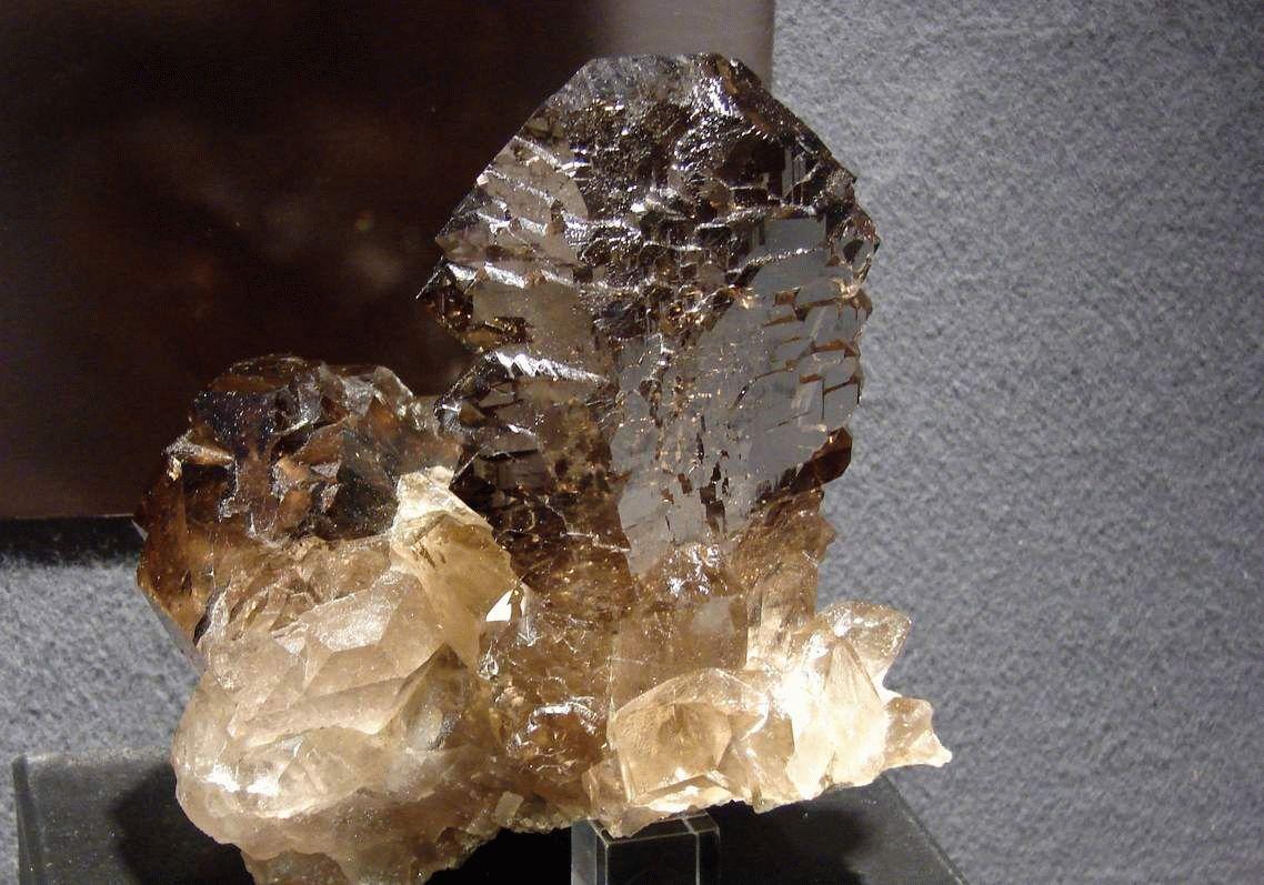 Дымчатый топаз - раухтопаз - дымчатый кварц